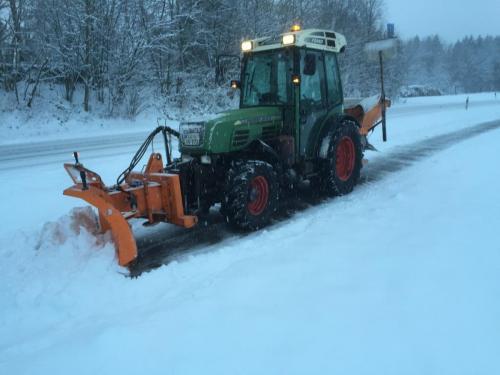 IMG 5609-Winterdienst-Schneeräumen